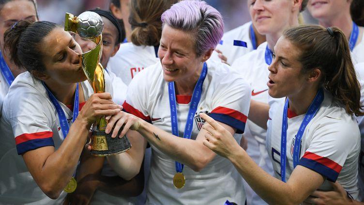 Des joueuses américaines après leur victoire en Coupe du monde, le 7 juillet 2019 à Lyon. (SEBASTIAN GOLLNOW / DPA)