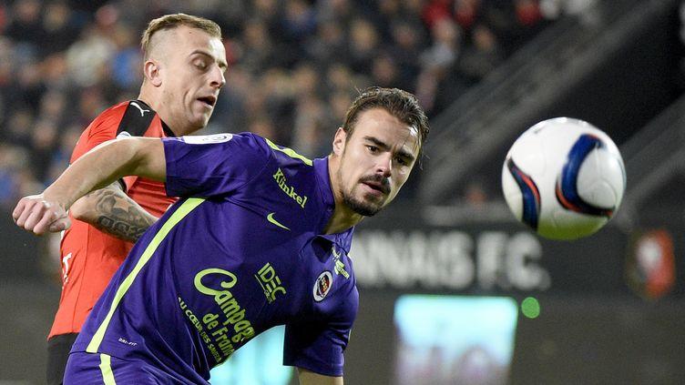 Duel entre Kamil Grosicki et Damien Da Silva (DAMIEN MEYER / AFP)
