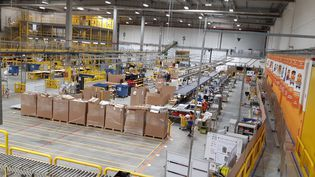 L'intérieur d'un des entrepôts de la multinationale Amazon à Saran (Loiret). (PATRICIA POURREZ / FRANCE-BLEU ORLÉANS)
