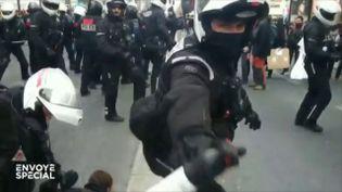 Les BRAV-M, les unités de police à moto, seraient-elles plus dangereuses pour les manifestants que pour les casseurs ? (ENVOYÉ SPÉCIAL  / FRANCE 2)