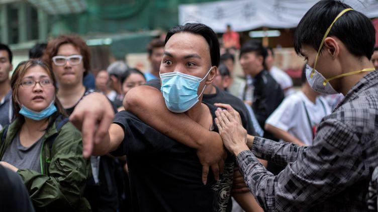 De nouveaux heurts ont éclaté à Hong Kong, dimanche 19 octobre 2014. (ALEX OGLE  / AFP)