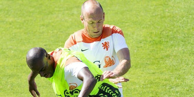 Bruno Martins Indi et Arjen Robben s'échauffent...