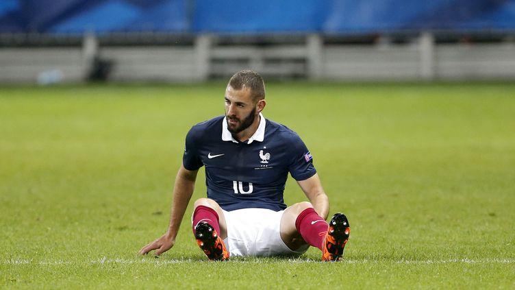L'attaquant de l'équipe de France Karim Benzema, lors du match France-Arménie, le 8 octobre 2015 à l'Allianz-Riviera de Nice. (JEAN CATUFFE / GETTY IMAGES EUROPE)