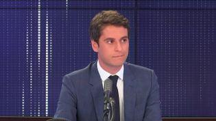 Gabriel Attal, porte-parole du gouvernement, invité de franceinfo le 16 juillet 2020. (FRANCEINFO / RADIO FRANCE)