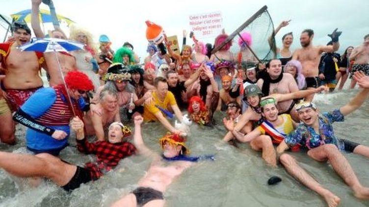 Le traditionnel bain du Nouvel An de Dunkerque (AFP/PHILIPPE HUGUEN)