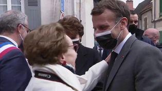 Tour de France des territoires : Emmanuel Macron à la rencontre des Français (FRANCEINFO)