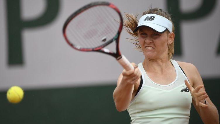 Fiona Ferro, lors de son match face à Carina Witthoeft, le 29 mai 2018 à Roland-Garros. (ERIC FEFERBERG / AFP)