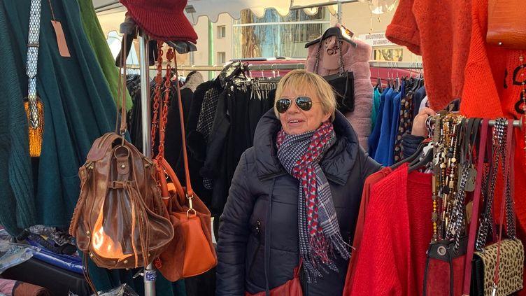 Corrine, vendeuse sur les marchés dans le pays d'Aix (Bouches-du-Rhône). (MATHILDE VINCENEUX / RADIO FRANCE)
