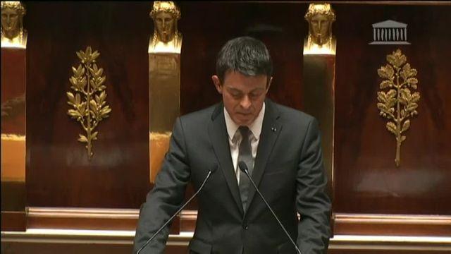 Valls invoque une nouvelle fois le 49.3 de la Constitution pour l'adoption de la loi Travail
