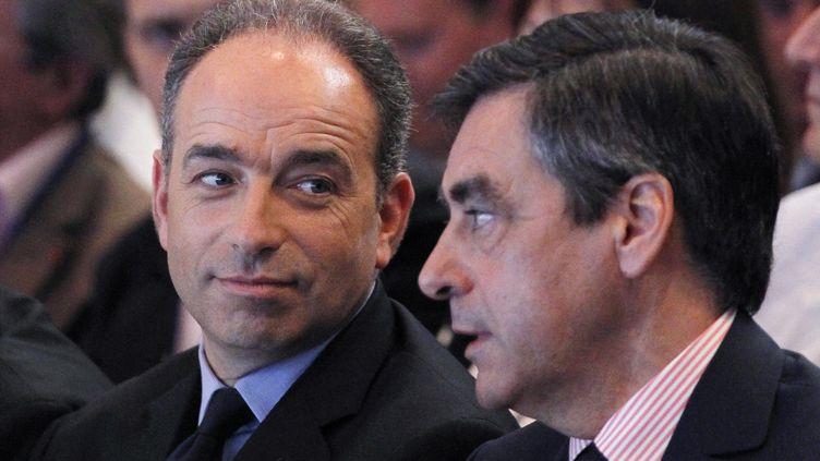 Jean-François Copé et François Fillon, lors d'une réunion des cadres de l'UMP, le 26 mai 2012, à Paris. (THOMAS SAMSON / AFP)