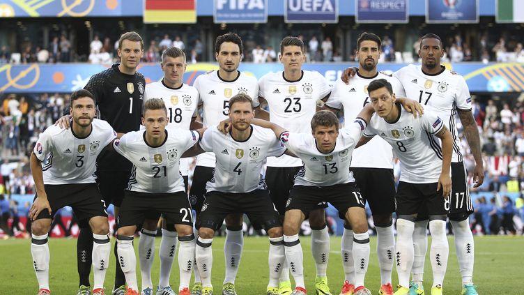 L'équipe d'Allemagne pose avant son quart de finale de l'Euro face à l'Italie, le 2 juillet 2016 à Bordeaux (Gironde). (MICHAEL ZEMANEK / BACKPAGE IMAGES LTD)