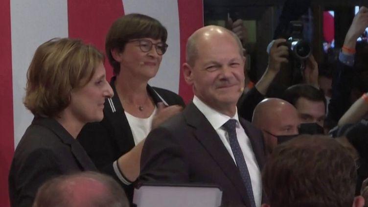 Élections législatives en Allemagne : les sociaux-démocrates devant la CDU (FRANCE 3)