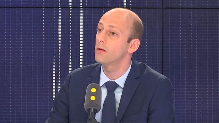 Le député LREM de Paris et porte-parole du groupe LREM à l'Assemblée, Stanislas Guérini, sur le plateau de franceinfo lundi 21 mai 2018. (FRANCEINFO)