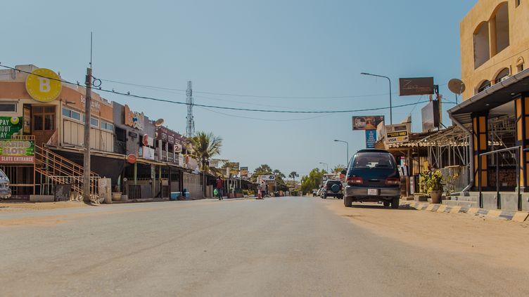 Depuis la fin mars 2020,l'état d'urgence sanitairea été instauré en Gambie, comme dans la capitale Banjul, où les rues étaient presque vides le 4 avril. (YUSUPHA SAMA / ANADOLU AGENCY)
