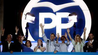 Le dirigeant du Parti populaire, Mariano Rajoy, s'adresse à ses partisans, au siège du PP, à Madrid (Espagne), après la proclamation du résultat des élections générales, le 26 juin 2016. (BURAK AKBULUT / ANADOLU AGENCY / AFP)