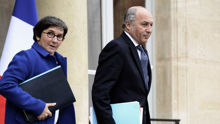 Laurent Fabius, ici en compagnie de la ministre des sports Valérie Fourneyron, a révélé ce mercredi les contours d'une diplomatie sportive.  (BERTRAND GUAY / AFP)