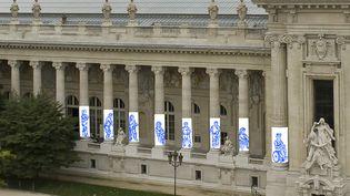 """Diana Velásquez, """"L'attente"""",colonnade Grand Palais 2020 (Thibaut Chapotot pour la Rmn – Grand Palais, 2020)"""