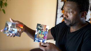 Amadou Ouedraogo a perdu son frère, sa belle sœur et leurs quatre enfants, dans le crash duvol d'Air Algérie, jeudi 24 juillet. (JEAN-SEBASTIEN EVRARD / AFP)