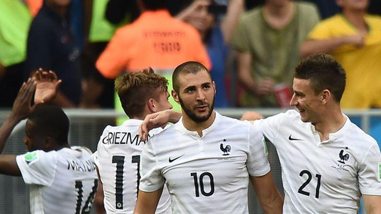 Karim Benzema, ici à côté de Laurent Koscielny, sera l'atout numéro 1 des Bleus contre l'Allemagne