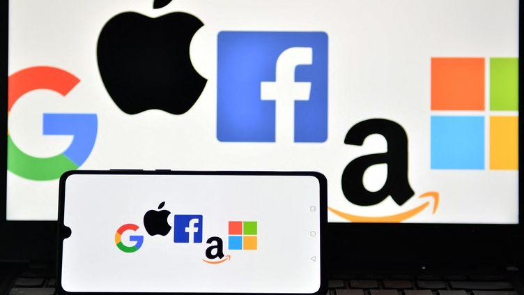 L'impôt mondial sur les multinationalesvise à appliquer unetaxation plus efficace des entreprises, et notamment desGafam (Google, Apple,Facebook, Amazon et Microsoft), à qui il est souvent reprochéde pratiquer l'optimisation fiscale. (JUSTIN TALLIS / AFP)