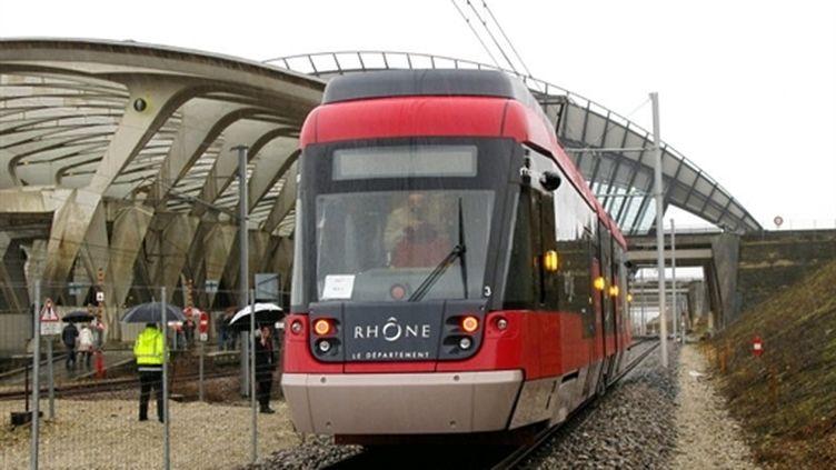 Le tramway Rhônexpress qui reliera bientôt la gare lyonnaise de la Part-Dieu à l'aéroport Saint-Expéry (26-03-10) (AFP / Jean Liou)