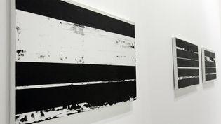 Des tableaux de Pierre Soulages exposées en 2009 au Centre Pompidou à Paris. (PIERRE VERDY / AFP)