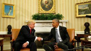 Le président élu, Donald Trump, et le président en exercice, Barack Obama, le 10 novembre 2016 à la Maison Blanche. (KEVIN LAMARQUE / REUTERS)