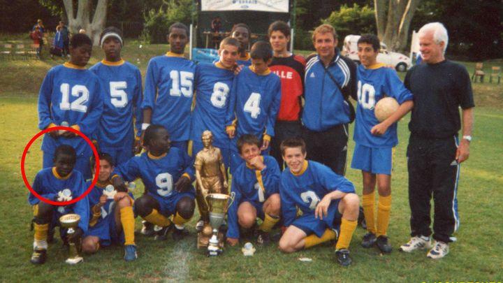 N'Golo Kanté âgé de 12 ans, lors d'un tournoi à Mantes (Yvelines), remporté avec son équipe de la JS Suresnes, en 2003. (JS SURESNES)