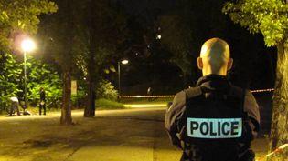 Sur la scène du meurtre de Kevin et Sofiane, à Echirolles (Isère), le 29 septembre 2012. (DENIS MASLIAH / LE DAUPHINE / MAXPPP)