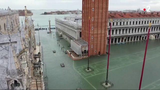 Venise submergée : le maire fait un appel aux dons