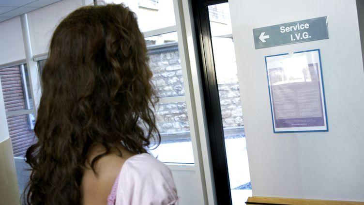 Le débat autour des pilules de 3e et 4e génération a incité les femmes à changer de contraception, sans que les IVG augmentent en France, affirme l'Agence du médicament (ANSM), le 5 novembre 2013. (AJ PHOTO / BSIP / AFP)