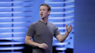 (Mark Zuckerberg à la conférence des développeurs de Facebook, en avril 2016 © Eric Risberg/AP/SIPA)