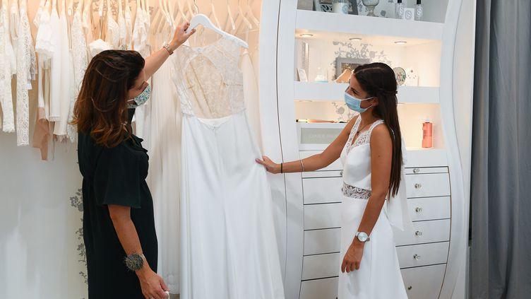 Un magasin de robes de mariée à Angers, le 9 septembre 2020. (JOSSELIN CLAIR / MAXPPP)