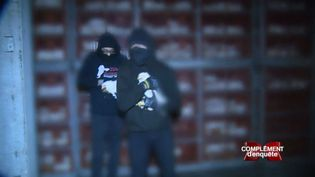 """""""Complément d'enquête"""" a filmé l'opération commando d'un groupe antispéciste dans un abattoir de volailles (COMPLÉMENT D'ENQUÊTE / FRANCE 2)"""