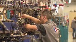 Un ouvrier d'une usine de Montceau-les-Mines (Capture d'écran France 3)