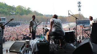 Mac Demarco sur la Grande scène dimanche à Rock en Seine 2017.  (Gilles Scarella / FTV)