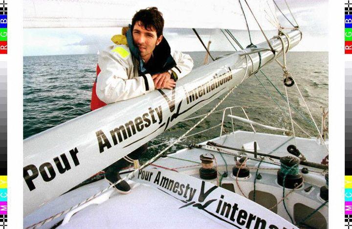 Le skipper Thierry Dubois, le 5 octobre 1996, à la Trinité-sur-mer, avant le départ du Vendée Globe. (MARCEL MOCHET / AFP)