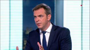 Le ministre de la Santé, Olivier Véran, le 13 juillet 2021 lors d'une interview au journal de 20 heures de France 2. (FRANCE TELEVISIONS)