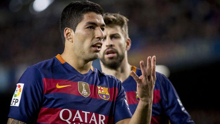 L'attaquant du FC Barcelone, Luis Suarez, n'a pas assez de doigts pour compter tous ses buts !