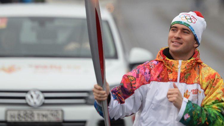 Alexander Kerzakhov a pris part au relais de la torche olympique dans les rues de St-Petersbourg.  (MIKHAIL VOSKRESENSKIY / RIA NOVOSTI)