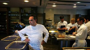 Ferran Adrià dans sa cuisine (Samuel Aranda / Getty Images)