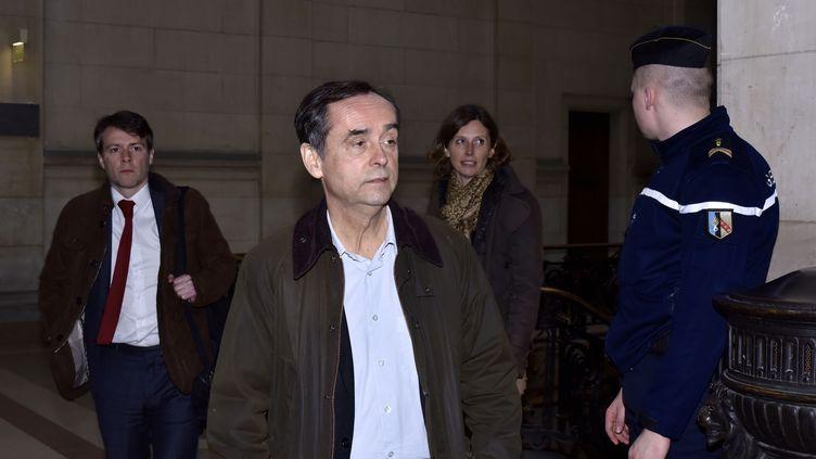 Le maire de Béziers (Hérault), Robert Ménard lors de l'ouverture de son procès, le 8 mars 2017 à Paris. (PATRICE PIERROT / AFP)