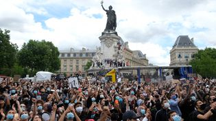 Manifestation à Paris contre les violences policières à l'appel du comité Adama Traoré en mémoire de celui-ci et de George Floyd tué aux Etats-Unis, 13 juin 2020. (NATHANAEL CHARBONNIER / RADIO FRANCE)