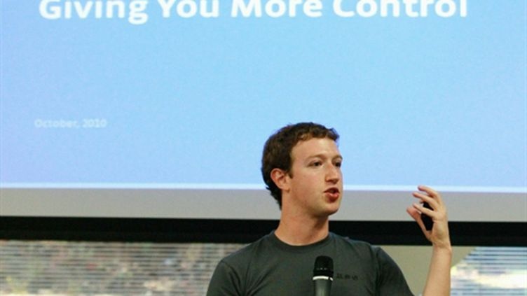 Mark Zuckerberg présente son projet avec Bing le 6 octobre 2010 (AFP Justin Sullivan / Getty Images)