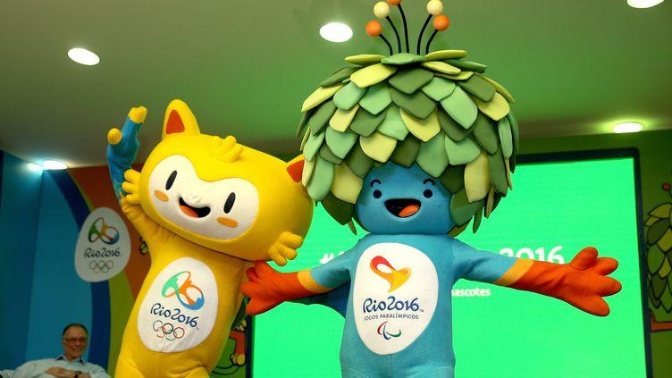 Les mascottes des Jeux olympiques et paralympiques de Rio, lors de leur présentation, le 24 novembre 2014, à Rio de Janeiro (Brésil). (MATTHEW STOCKMAN / GETTY IMAGES SOUTH AMERICA)