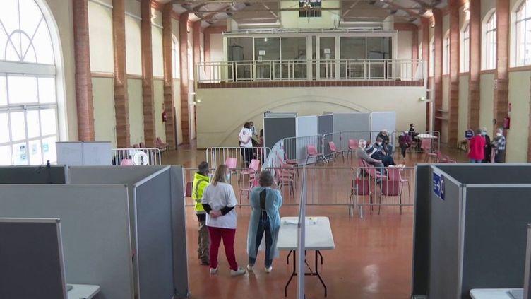 Covid-19 : la campagne de vaccination s'accélère à nouveau (France 3)