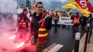 Des cheminots manifestent le 4 avril 2018 à Lyon (Rhône). (NICOLAS LIPONNE / NURPHOTO / AFP)