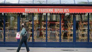 La devanture d'une brasserie parisienne, le 11 juillet 2020, à Paris. (MYRIAM TIRLER / AFP)