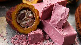 Le chocolat rubis créé par le groupe Barry-Callebaut fera son apparition sur le marché chinois dès le 11 novembre. (HANDOUT / BARRY CALLEBAUT)