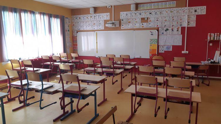 À Bayon (Meurthe-et-Moselle), une école primaire et maternelle se prépare à recevoir 40 élèves, le 12 mai après le confinement dû au coronavirus. (THIERRY COLIN / RADIO FRANCE)